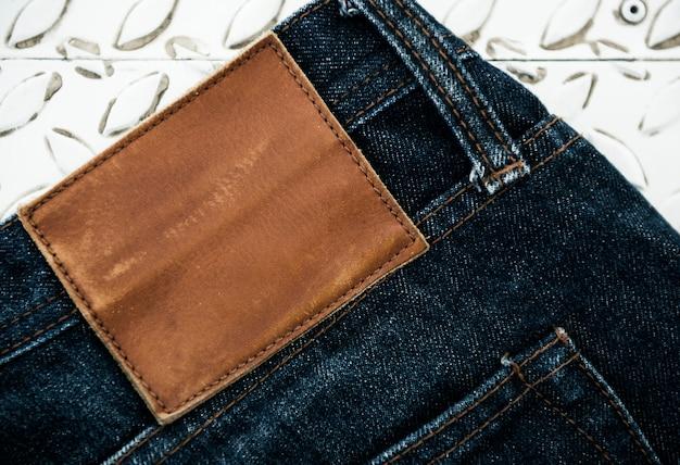 Дизайн пространства на этикетке бренда джинсов