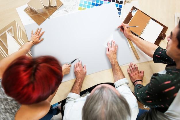 デザインスタジオの建築家の創造的な職業の青写真コピースペースのコンセプト
