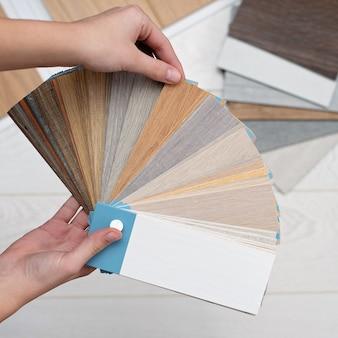 Дизайнер-архитектор владеет палитрой фактур и декора для деревянного пола из ламината и винила. дизайн интерьера. планирование ремонта и строительства дома.