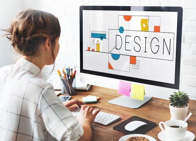 Дизайнер на работе