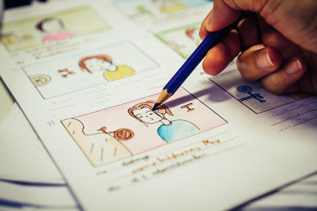 Чертеж дизайнера макет видео раскадровки для предпроизводственной подготовки, разработка анимационных иллюстраций мультфильмов для мультимедийных фильмов в виде отображаемых сценариев производства фильмов. концепция медиа-продукта.