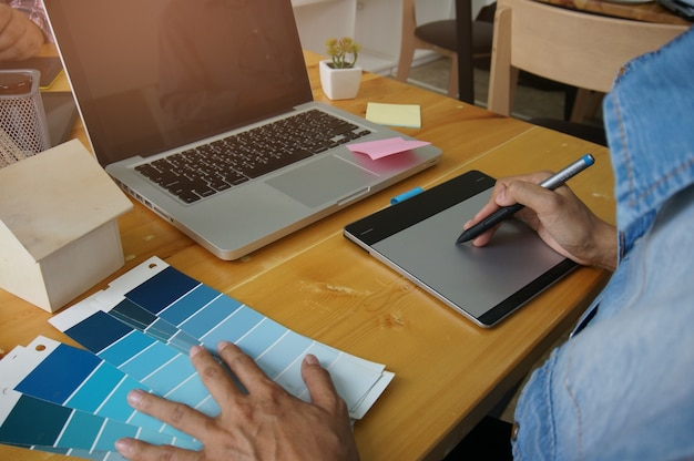 크리 에이 티브 디자인 컨셉 디자인 디자이너 그래픽 창조적 인 일 태블릿
