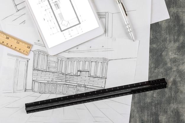 디자이너는 건축 프로젝트의 도면에 따라 주방 청사진을 만듭니다.