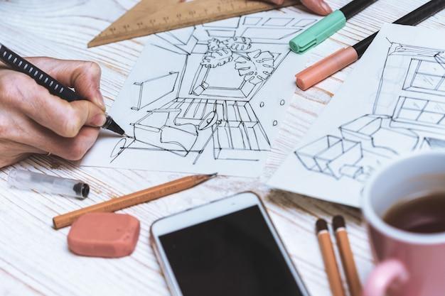 디자이너는 내부의 스케치를 만듭니다. 배경 - 그림, 마커, 연필, 지우개, 자, 계산기
