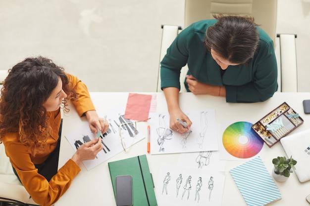 Дизайнеры, делающие эскизы одежды top shot