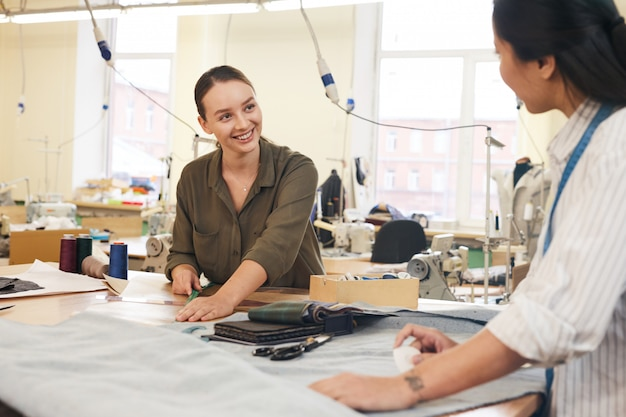 Дизайнеры по пошиву одежды