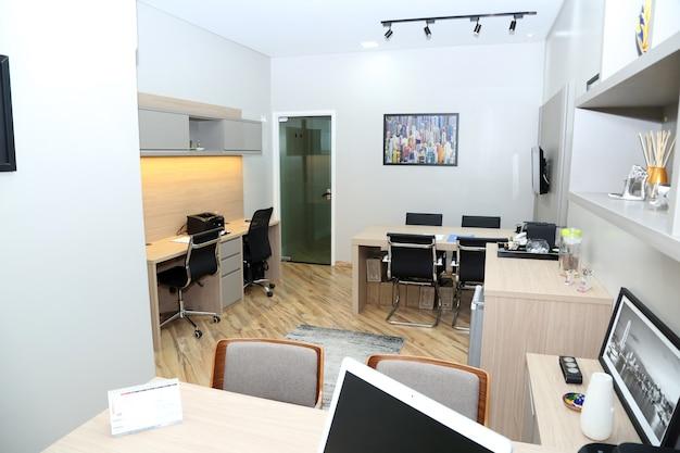 책상과 사무실