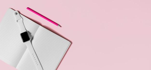 Scrivania minimale e spazio copia orologio da polso