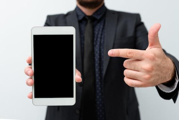 스마트폰 가죽 지갑 안경 메모장을 가진 desktable.modern 기술적인 이동 전화