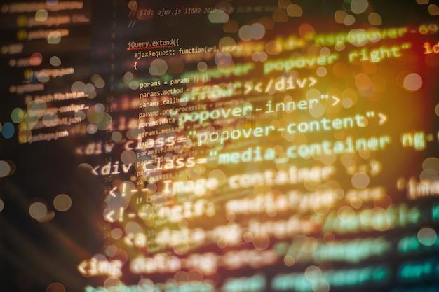 デスクトップpcモニター写真。 javascript関数、変数、オブジェクト。プロジェクトマネージャーは新しいアイデアを出します。