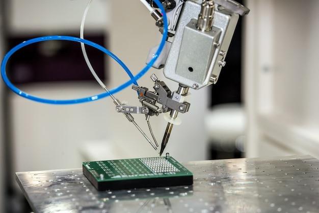 Desktop soldering robot used in high-heat-sink applications