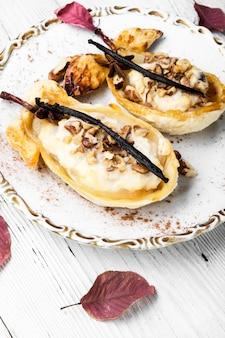 Dessert baked pear