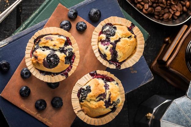 Десерт свежий черничный маффин торт