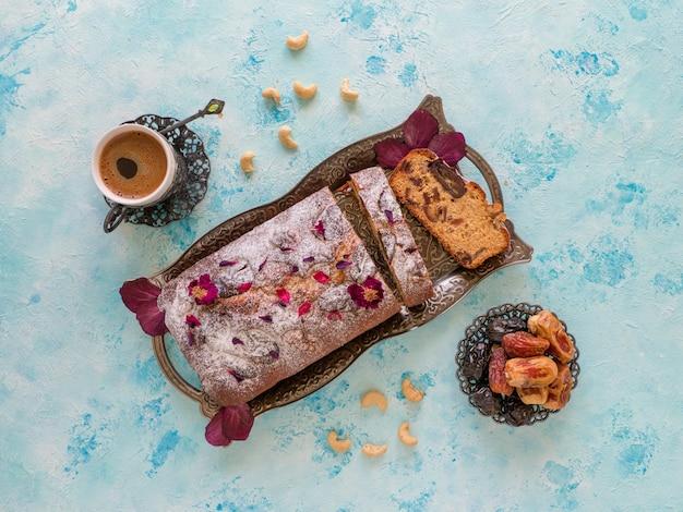 日付とナッツのデザート自家製カップケーキ