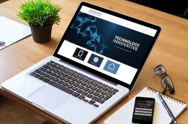 ウェブサイトの革新的なデザイン画面でラップトップを停止します