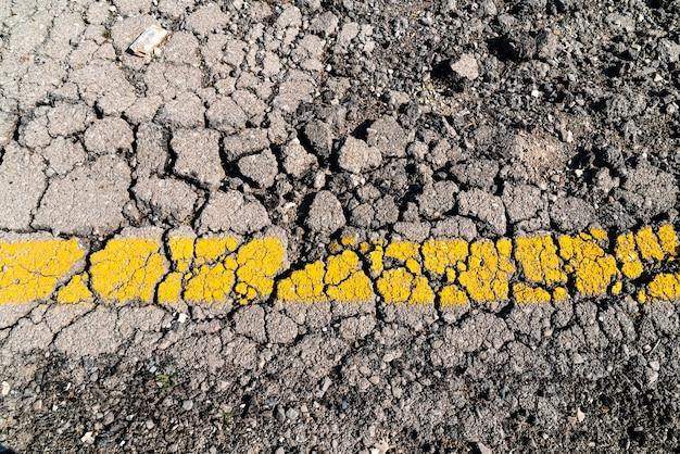 アスファルト道路の破壊、地震の影響