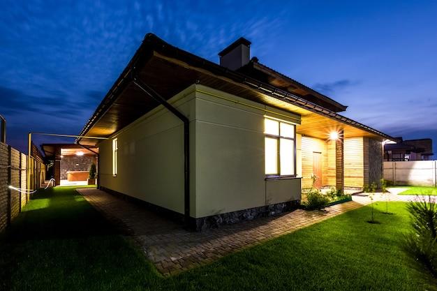 夜の一戸建て高級住宅