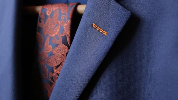 양복 재킷 옷깃 단추 구멍 직물의 세부 근접 촬영 클로즈업