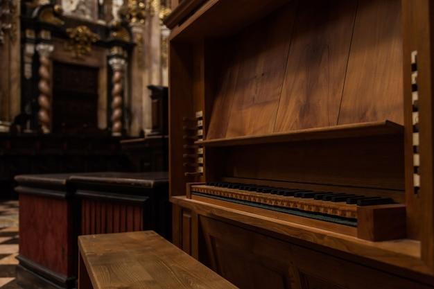 スペインのカトリック教会にある2世紀前のオルガンの詳細