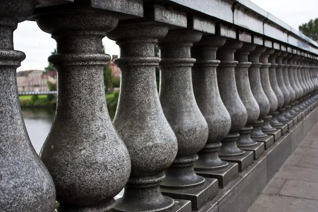 グラスゴーの橋の詳細:被写界深度が限られている柱