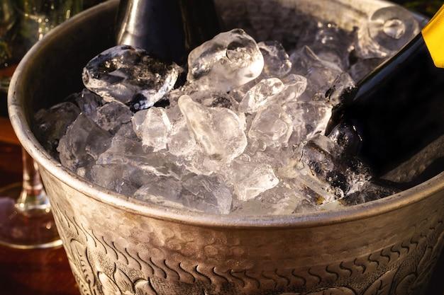 Деталь ведра со льдом, используемого на вечеринках и торжествах