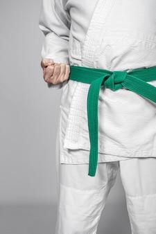 Деталь практикующего боевых искусств.