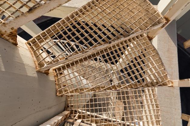 Деталь стальной винтовой лестницы