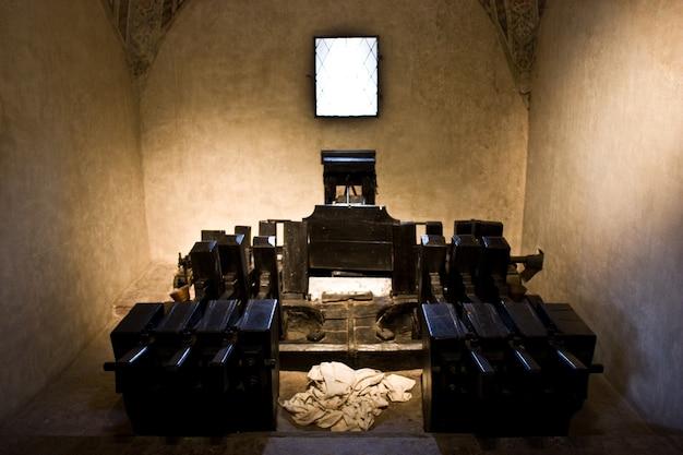イタリア北部の中世のオリジナルペーパーマシンの詳細