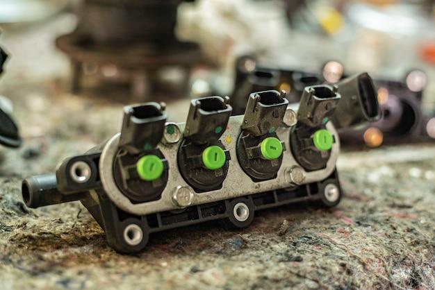 작업장 벤치에 자동차 엔진 메탄 인젝터의 세부 사항