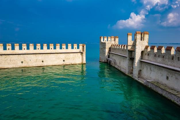 카스텔로 scaligero di sirmione (sirmione 성)의 세부 사항, 14 세기 lake garda, sirmione, italy