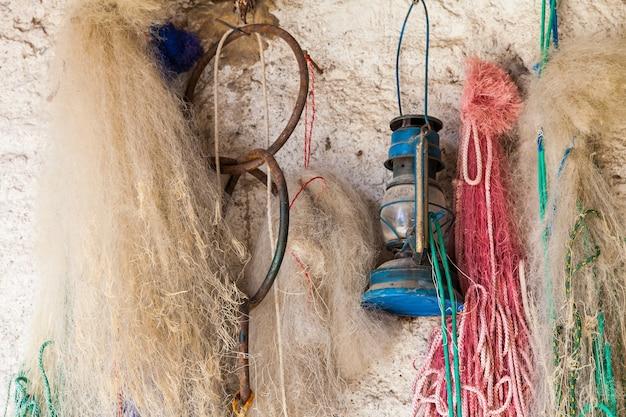 이탈리아 lago maggiore에서 어부의 그물과 작업 도구의 세부 사항