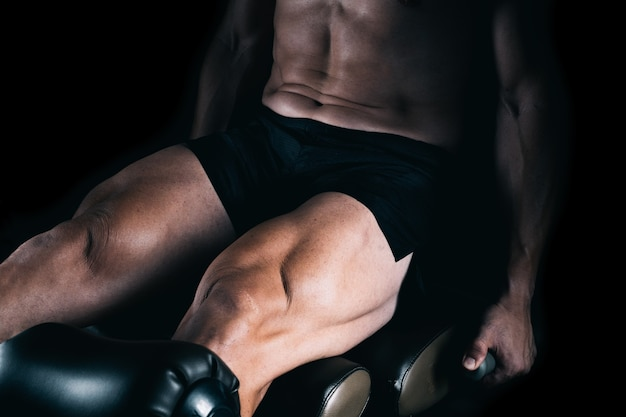 ウェイトを使って運動する筋肉の脚の詳細