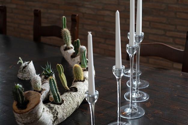 테이블에 장식 양초의 세부 사항