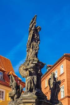 チェコ共和国プラハのマルタ広場にあるバプテストのジョンの像の詳細