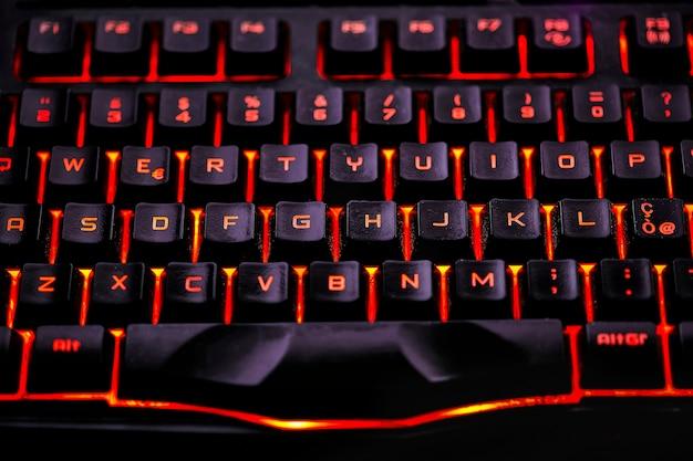 ゲーミングコンピュータ用のバックライト付きqwertyキーボードのキーの詳細