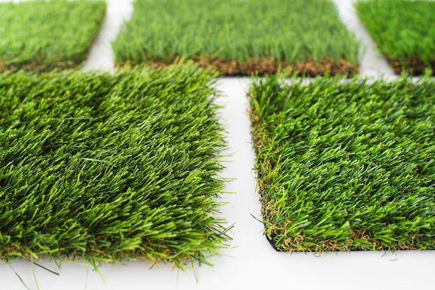 합성 인조 잔디로 덮을 재료의 세부 사항.