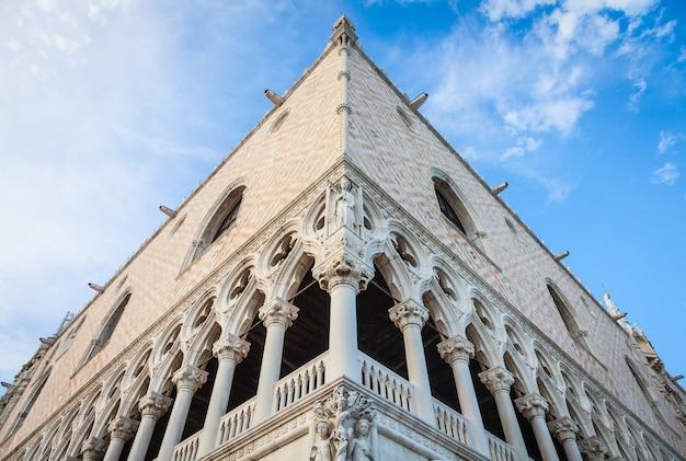 ヴェネツィアの最も有名なランドマークの詳細-ドゥカーレ宮殿