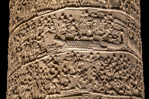 イタリア、ローマのtrajanコラムの詳細。コラムはad113に完成し、ダキア戦争でのローマ皇帝トラヤヌスの勝利を記念しています。