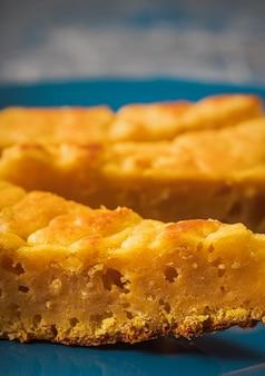 Детальное фото тыквы и сырного торта. колумбийская кухня