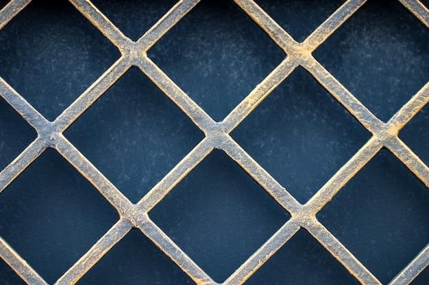 Детали и украшения из кованого забора с воротами