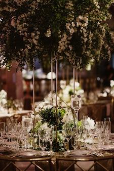 식당에서 아름다운 테이블의 세부 사항