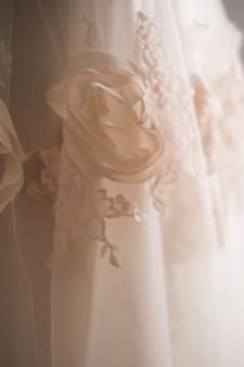 신부 드레스의 세부 사항