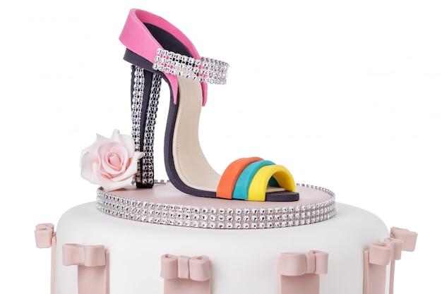 ウエディングケーキの詳細、砂糖ペーストで作られたヒールの女性用靴。