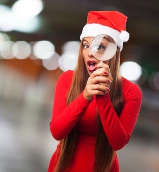 산타 클로스 모자를 쓰고 형사