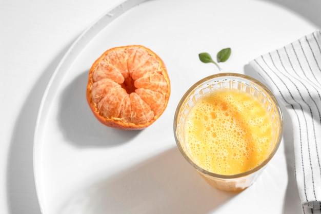 Disintossicante disposizione della bevanda con clementina