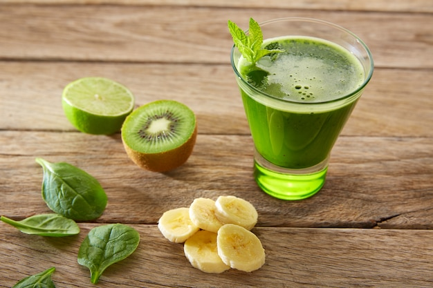 Detox green juice cleansing recipe