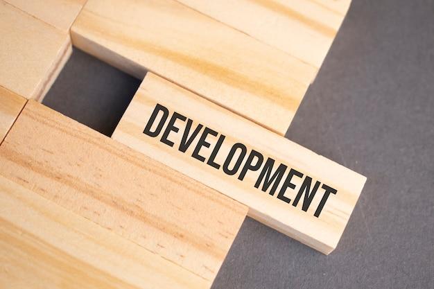 グランジ塗装木材にヴィンテージ活版木材を開発
