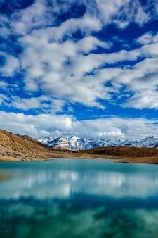 Озеро данкар. долина спити, химачал-прадеш, индия