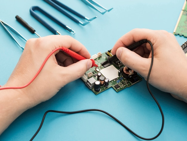 Diagnosing a circuit with a multimeter