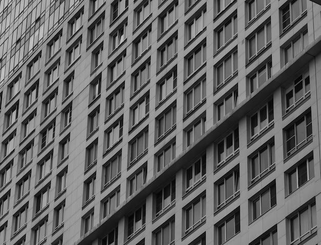 마천루 배경의 대각선 다중 창